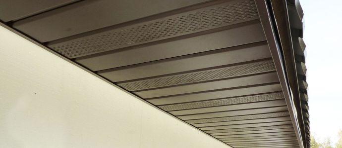 Подшивка свесов крыши софитами