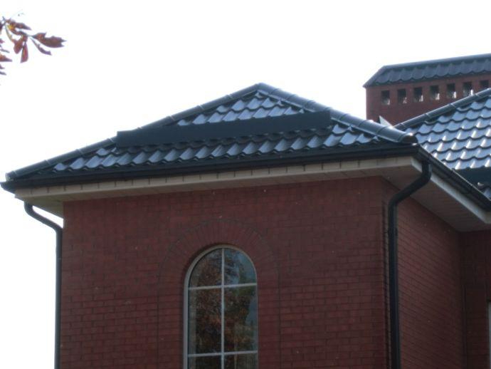 Четырехскатная крыша с металлочерепицей