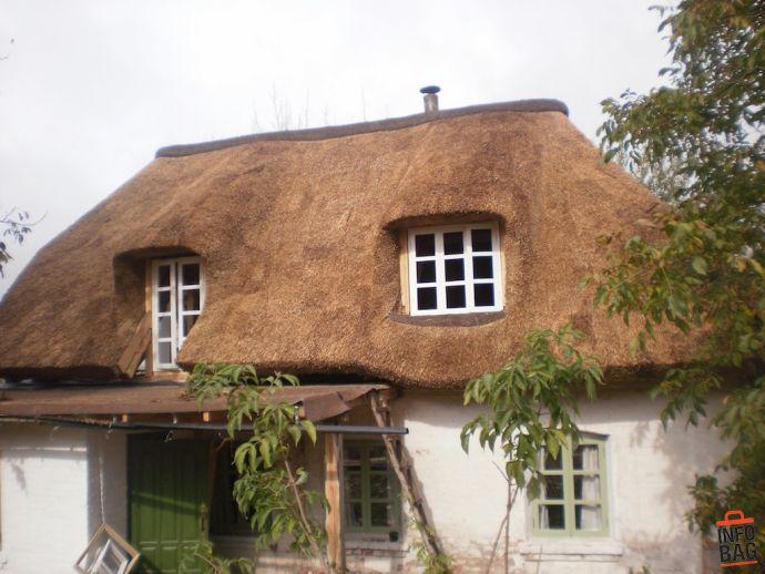 Камышовая мансардная крыша