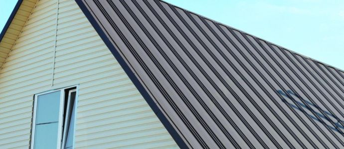 покрыть крышу профнастилом