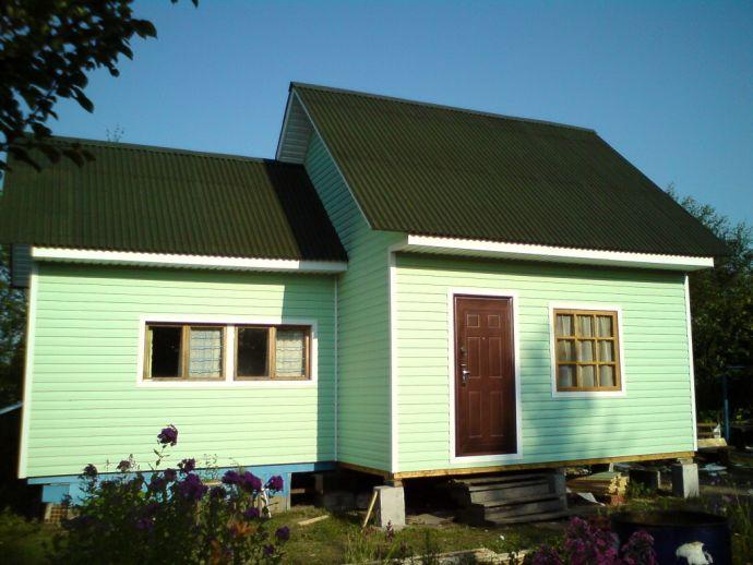 Садовый домик с андулиновой кровлей