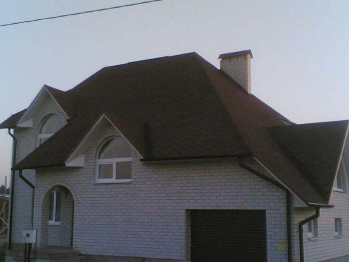 Частный дом с вальмовой крышей