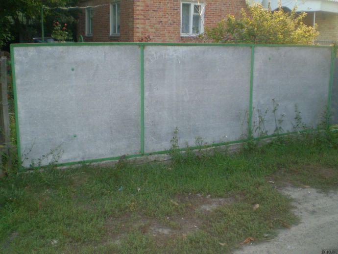 Плоский шифер в заборе