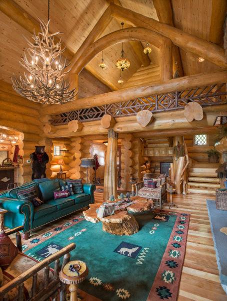 Фото деревянного дома с мансардой