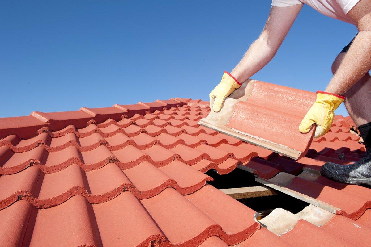 Течет железная крыша на даче, чем замазать